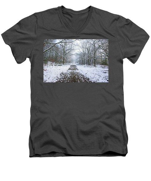 30/01/19  Rivington. Lower Barn. Arboretum Path. Men's V-Neck T-Shirt