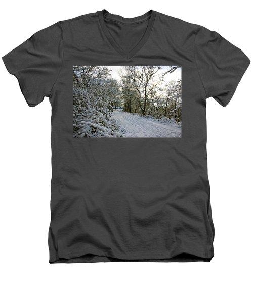 30/01/19  Rivington. Top Path Below The Pigeon Tower. Men's V-Neck T-Shirt