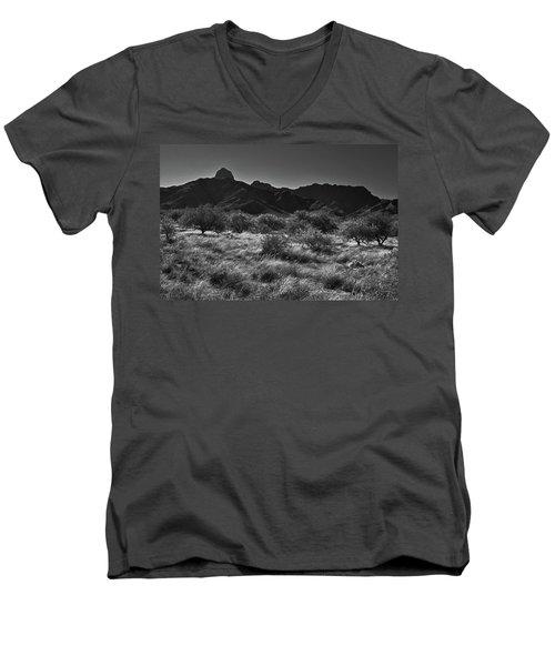 Babobquivari Black And White Men's V-Neck T-Shirt