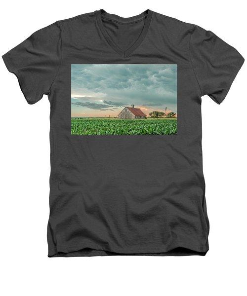 Barn In Sunset Men's V-Neck T-Shirt