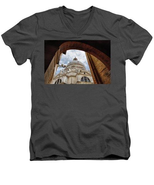 Basilica Di Santa Maria Della Salute Venice Italy Men's V-Neck T-Shirt