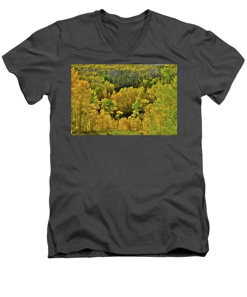 Beautiful Fall Colors At Woods Lake State Wildlife Area Men's V-Neck T-Shirt