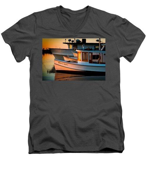 Buffalo Boat Men's V-Neck T-Shirt
