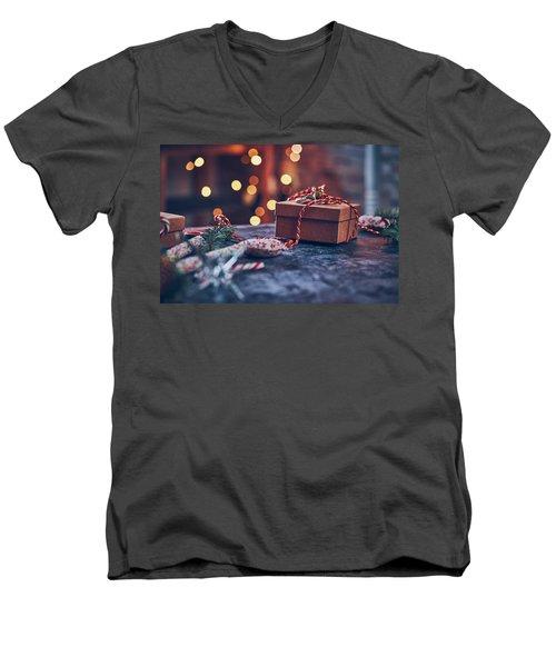 Christmas Pesent Men's V-Neck T-Shirt