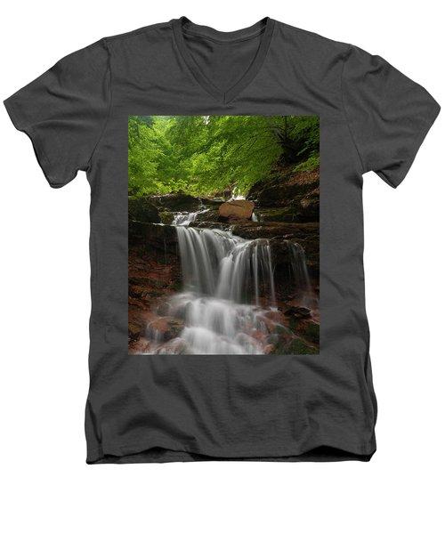 Cold River Men's V-Neck T-Shirt