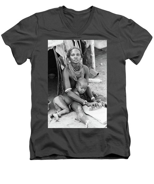 Dassanech Mother And Child Men's V-Neck T-Shirt
