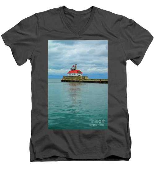 Duluth Lighthouse 2 Men's V-Neck T-Shirt