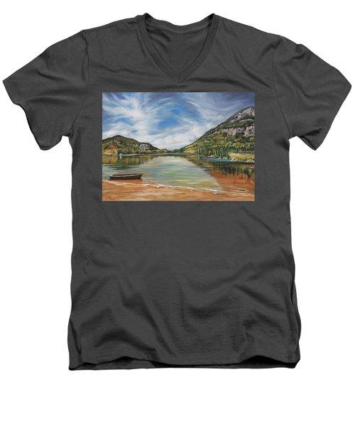 Echo Lake In Franconia Notch New Hampshire Men's V-Neck T-Shirt