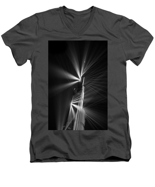 Fan Dance Men's V-Neck T-Shirt