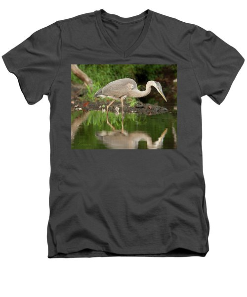 Heron Fishing Men's V-Neck T-Shirt