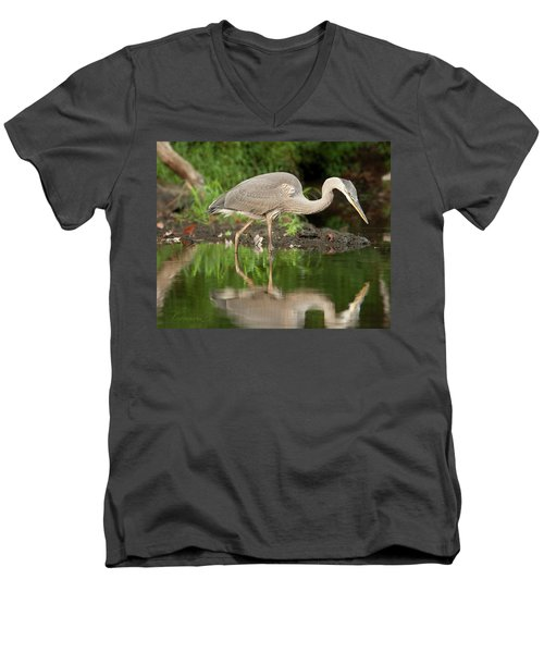 Heron Fishing Men's V-Neck T-Shirt