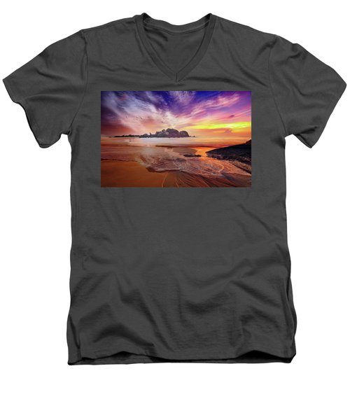 Incoming Tide At Sunset Men's V-Neck T-Shirt