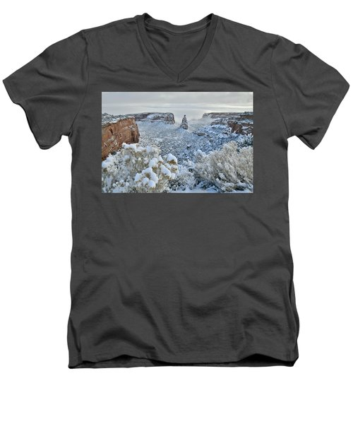 Independence Monument In Snow Men's V-Neck T-Shirt