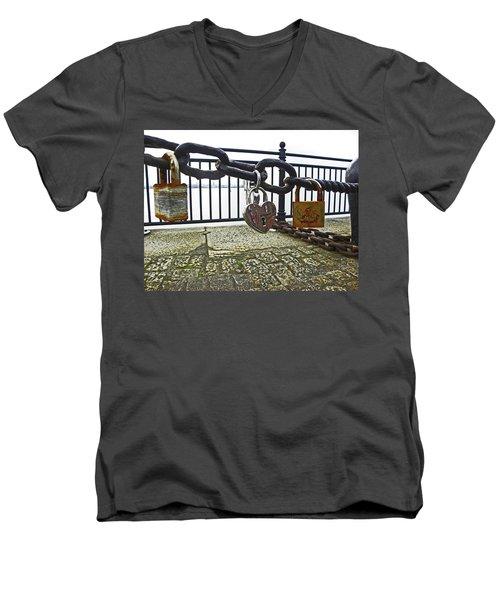 Liverpool. The Albert Dock. Eternal Love. Men's V-Neck T-Shirt