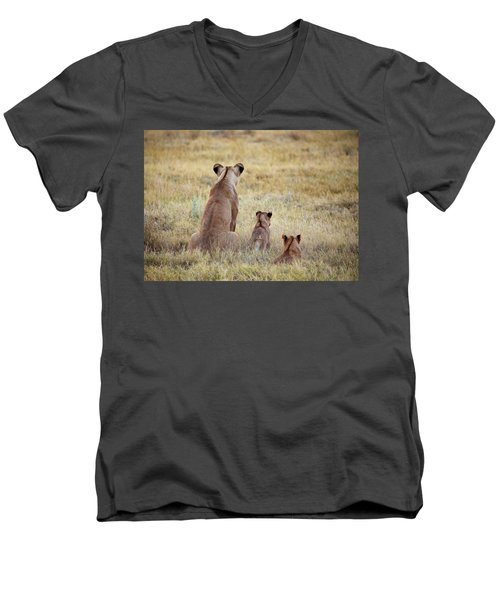 Mom And Cubs Men's V-Neck T-Shirt