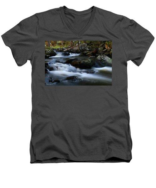 Movement Men's V-Neck T-Shirt