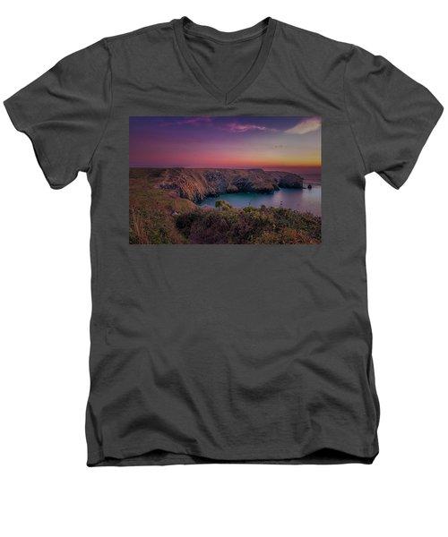 Mullion Cove Cornwall Sunset Men's V-Neck T-Shirt