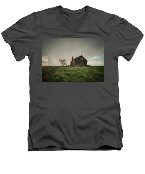 Nebraska Farm House Men's V-Neck T-Shirt