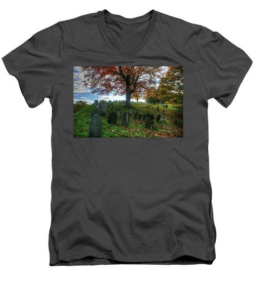 Old Hill Burying Ground In Autumn Men's V-Neck T-Shirt