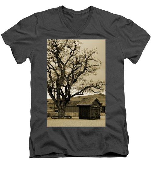 Old Shanty In Sepia Men's V-Neck T-Shirt