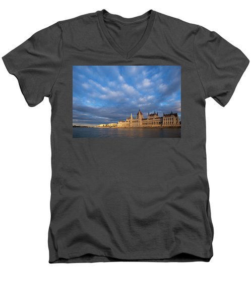 Parliament On The Danube Men's V-Neck T-Shirt