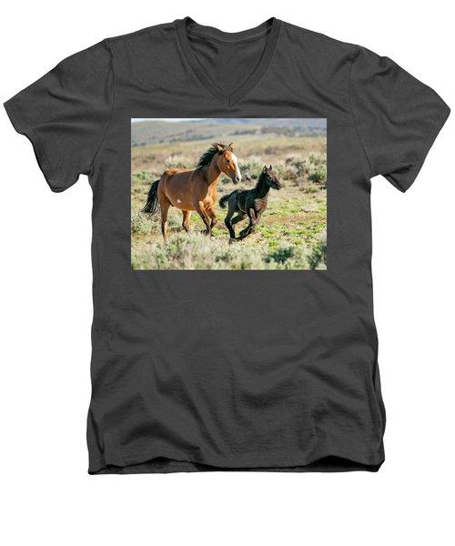 Running Wild Mustangs - Mom And Baby Men's V-Neck T-Shirt