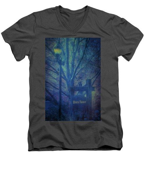 Salem Massachusetts  Witch House Men's V-Neck T-Shirt
