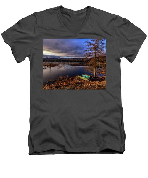 Shaw Pond Sunrise - Landscape Men's V-Neck T-Shirt