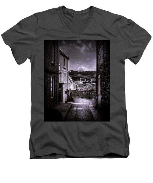 St Ives Street Men's V-Neck T-Shirt