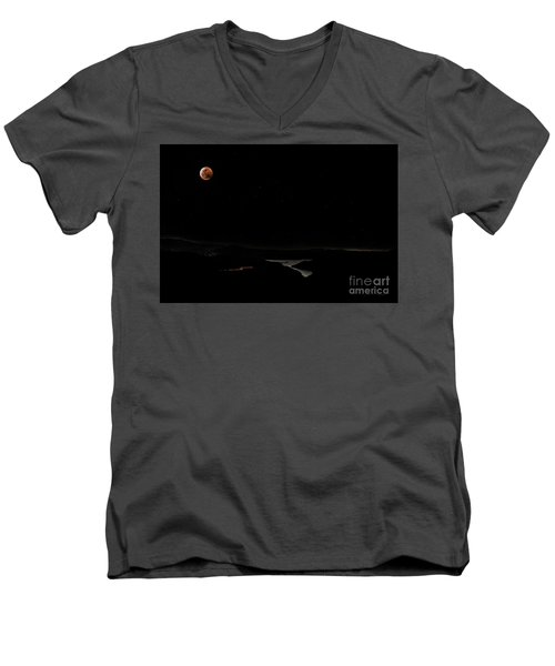 Super Blood Wolf Moon Eclipse Over Lake Casitas At Ventura County, California Men's V-Neck T-Shirt