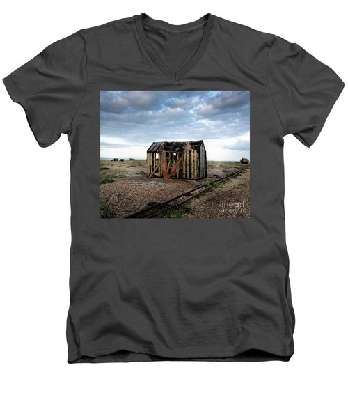 The Net Shack, Dungeness Beach Men's V-Neck T-Shirt