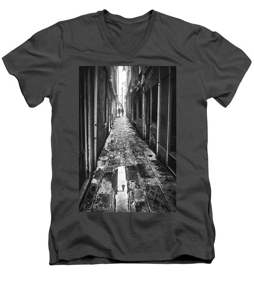 Men's V-Neck T-Shirt featuring the photograph Venetian Alley by Eduardo Jose Accorinti