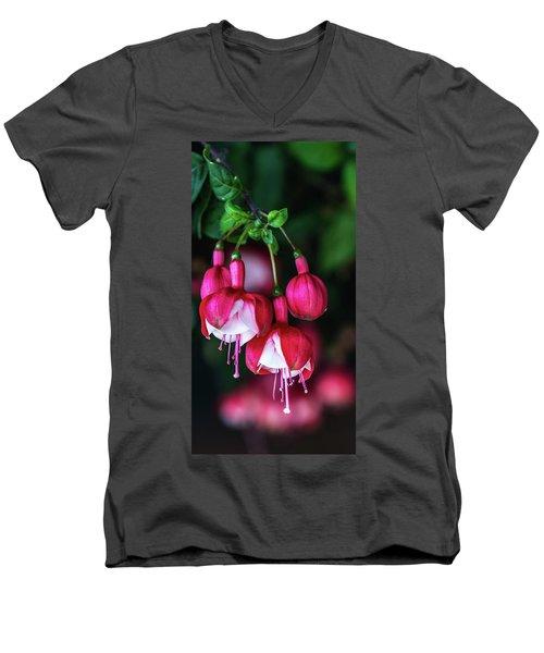 Wallpaper Flower Men's V-Neck T-Shirt