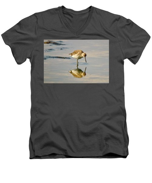 Willet Sees Its Reflection Men's V-Neck T-Shirt