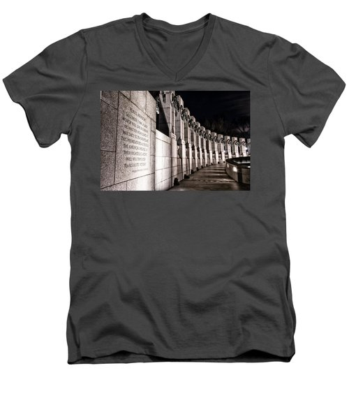 World War II Memorial Men's V-Neck T-Shirt