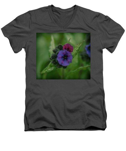 Zooooom Men's V-Neck T-Shirt