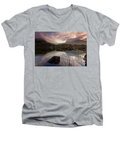 Llyn Ogwen Sunset Men's V-Neck T-Shirt