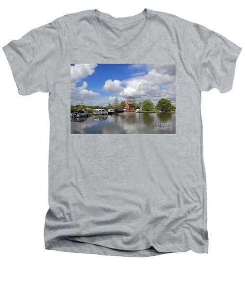 Wey Canal Surrey England Uk Men's V-Neck T-Shirt