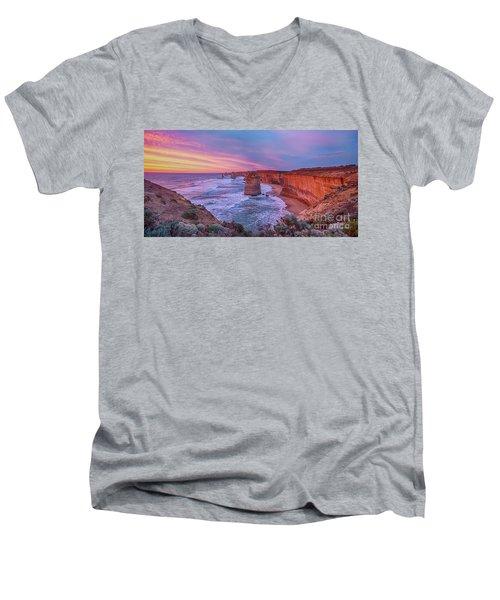 12 Apostles At Sunset Pano Men's V-Neck T-Shirt