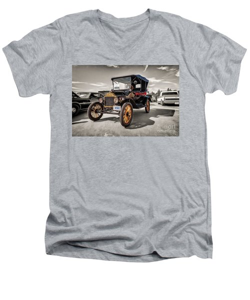 1916 Ford Model T Men's V-Neck T-Shirt