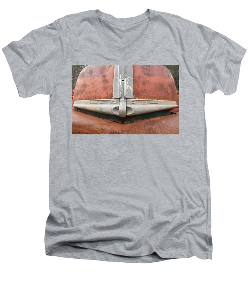 1945 Ford Pick Up Men's V-Neck T-Shirt