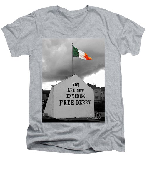 Free Derry Wall 1 Men's V-Neck T-Shirt