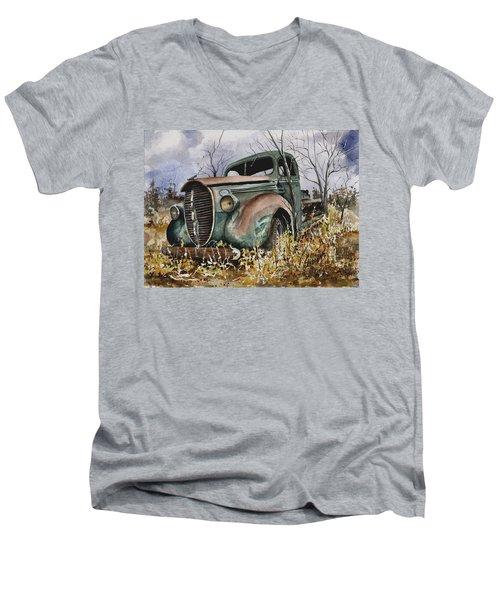 39 Ford Truck Men's V-Neck T-Shirt