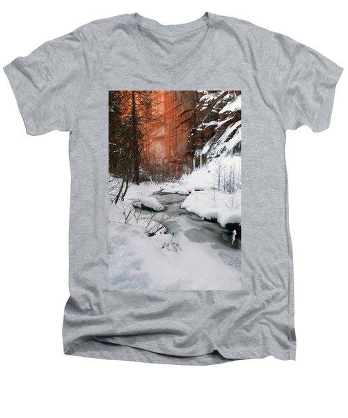 16x20 Canvas - West Fork Snow Men's V-Neck T-Shirt