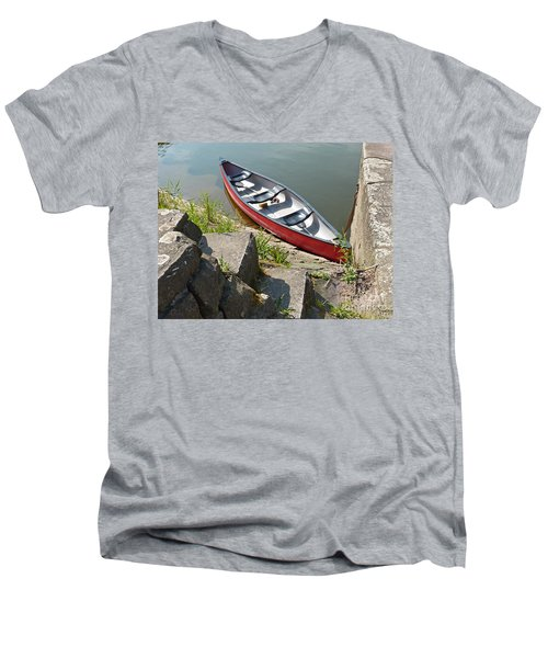 Abandoned Boat At The Quay Men's V-Neck T-Shirt
