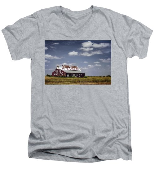 Aggie Barn Men's V-Neck T-Shirt