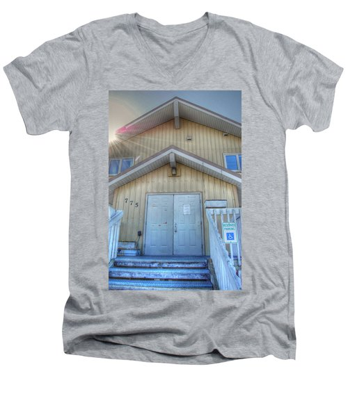 Alaskan Church Men's V-Neck T-Shirt