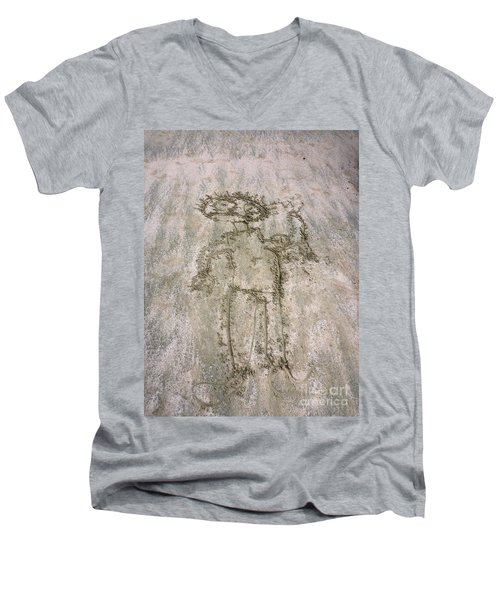 Alien On The Beach Men's V-Neck T-Shirt
