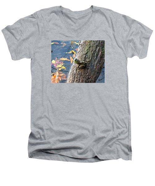 American Bullfrog Men's V-Neck T-Shirt