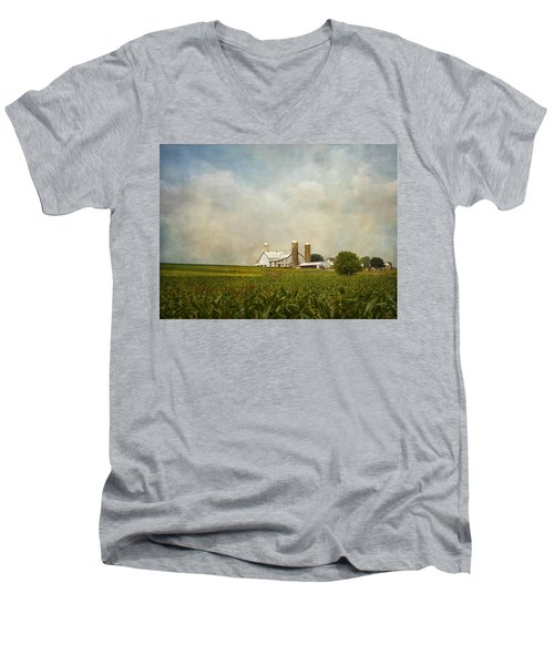 Amish Farmland Men's V-Neck T-Shirt